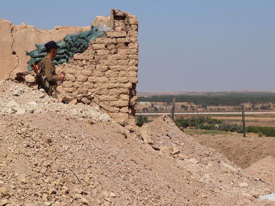 США разбомбили собственную авиабазу в Сирии