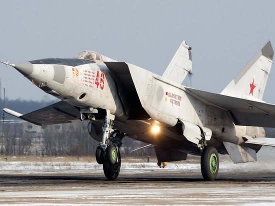 Американские СМИ назвали перепугавший НАТО советский истребитель бесполезным грузовым фургоном