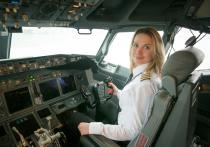 В Абаканском аэропорту приземлился борт со вторым пилотом женщиной