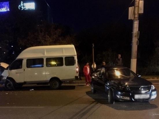 В Волгограде в ДТП с маршруткой пострадали два подростка