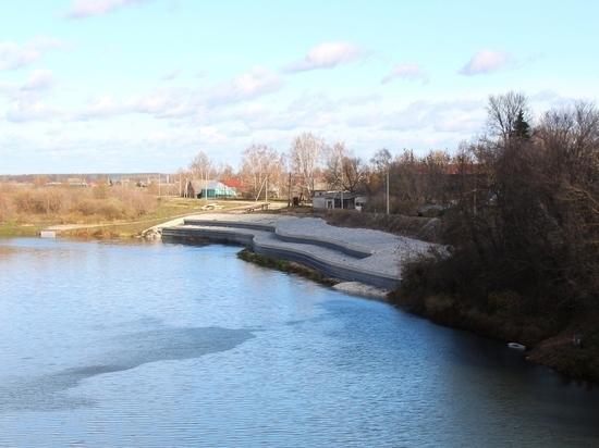 По поручению губернатора в Кадоме укрепили берег реки Мокши
