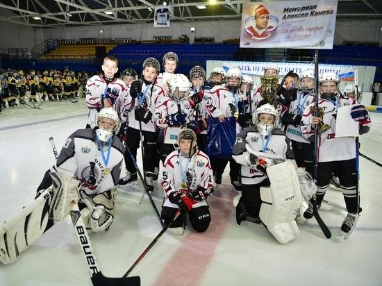 В Салехарде завершился турнир по хоккею памяти Алексея Канева