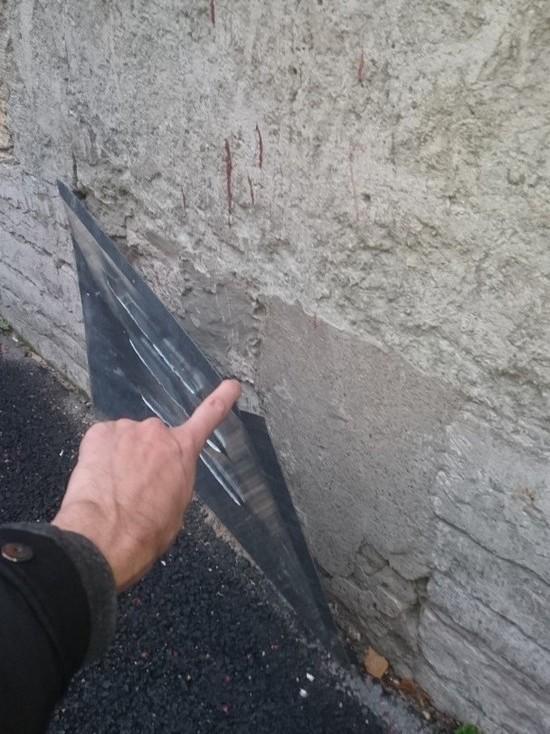 В Петербурге коммунальщики прикрепили вентиляционные решетки к глухой стене
