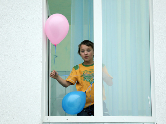 В России планируется ввести новые правила усыновления: второго через год