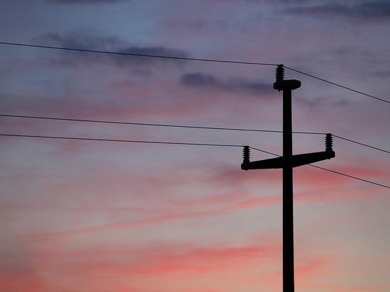 В Туле опора подстанции рискует рухнуть на провода высокого напряжения