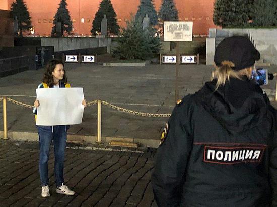 Задержание активистки Мисик с листком чистой бумаги напомнило 37-й год