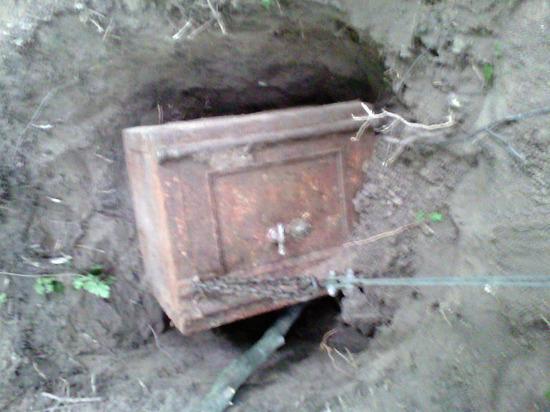 На месте прорыва дамбы под Красноярском нашли сейф
