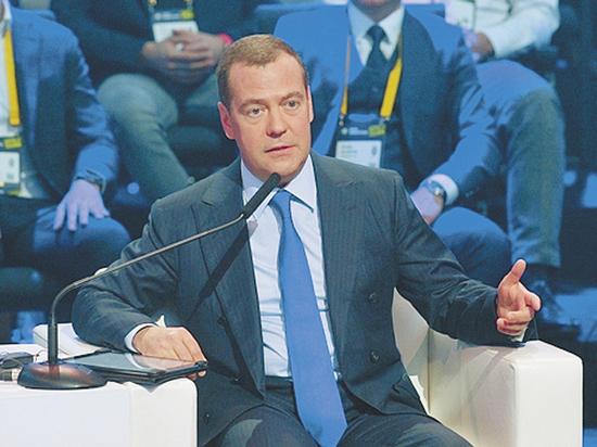 Медведев побывал в Сколково и напугал россиян