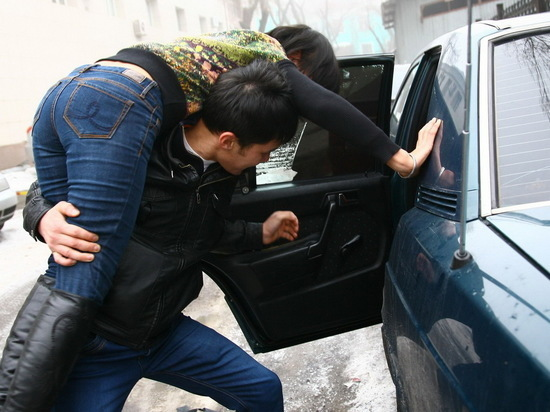 В Казахстане четверых юношей приговорили к тюрьме за воровство невесты