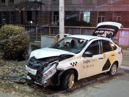 В Новочеркасске три человека пострадали в столкновении такси и «Лады Приоры»