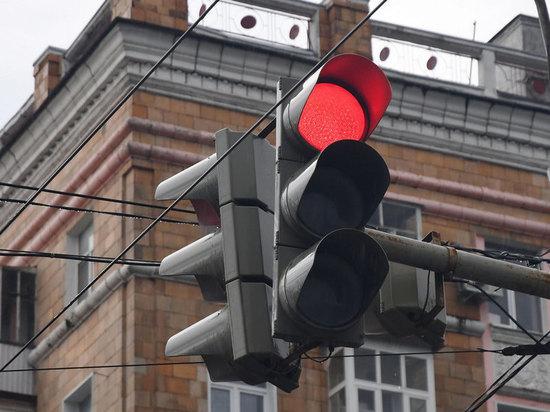 12-летний школьник в Казани выскочил на красный и попал под авто
