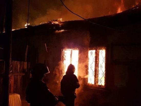 Одноэтажный дом, сгоревший в Ангарске, подожгли