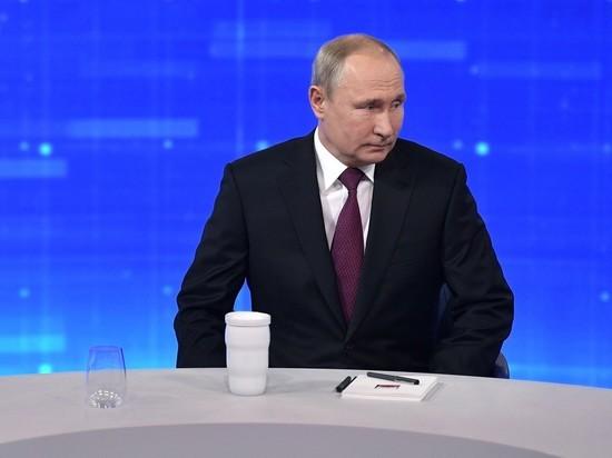 Визитку Путина времен работы в Петербурге выставили за 2 млн рублей