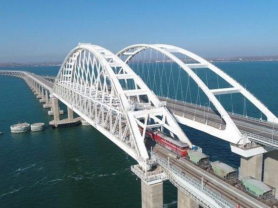 Прочность Крымского моста проверили тяжеловесными составами