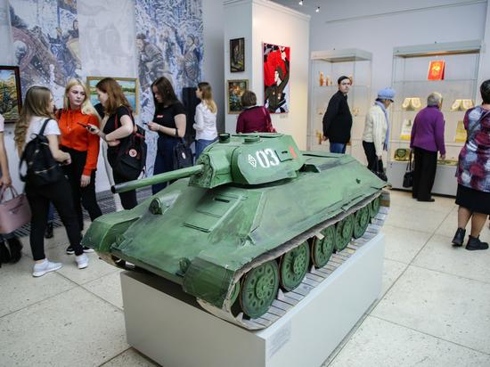 Лубок и война: вТвери открылась выставка самодеятельных художников