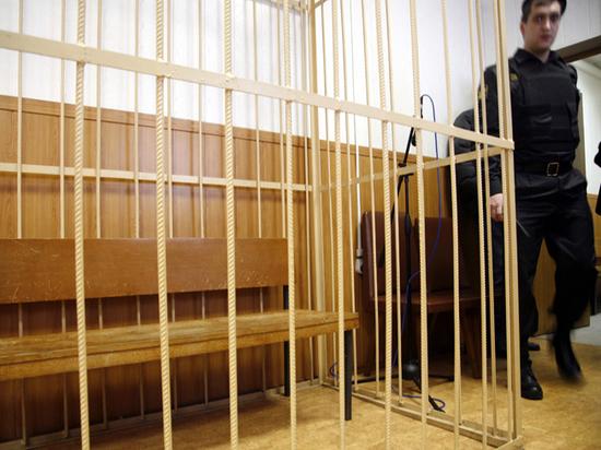 Законопроект о запрете клеток в судах застрял в пересудах