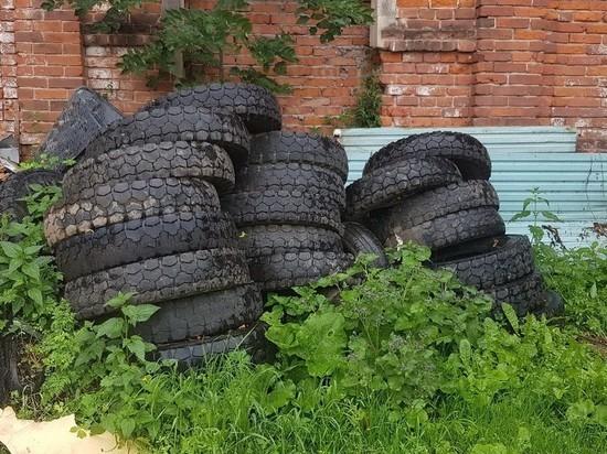 Житель Тверской области на «каблуке» насобирал 20 тонн покрышек