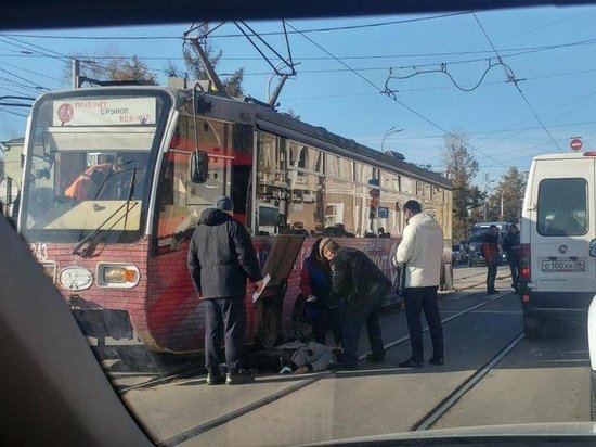 Иркутянка попала под трамвай на улице Ленина