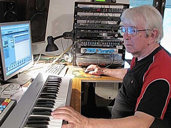 Один из авторов «Голубого огонька» умер в своей студии в Подмосковье