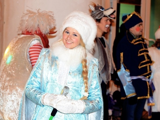 В Уфе впервые прошел масштабный Парад Снегурочек // ОБЩЕСТВО ... | 412x550