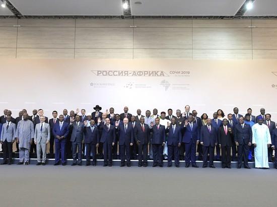 Дипломатия с перьями: Путин в Сочи пообщался с полуголыми партнерами