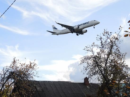 """""""Внучок каждый раз, когда самолет идет на посадку, хватается за ушки"""""""