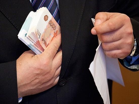 В Хакасии федеральный чиновник за взятку закрыл глаза на нарушения