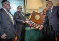 Главный раввин Москвы вручил премию основателю католической общины Святого Эгидия