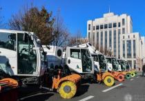 Минниханов вручил коммунальщикам ключи от нового спецтранспорта
