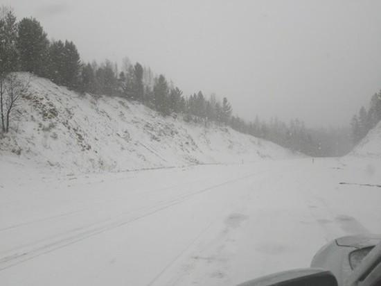 Сильный снегопад затрудняет движение на трассе в Хилокском районе