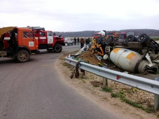 Цементовоз перевернулся под Боровском