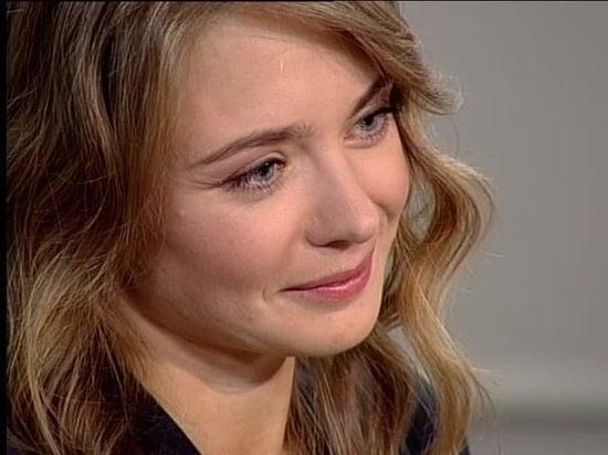 Карина была гостьей программы «Мой герой» на канале «ТВ Центр» и рассказала, как стала актрисой легендарного БДТ, за что можно схлопотать от нее пощечину, а также поговорила с ведущей Татьяной Устиновой о любви