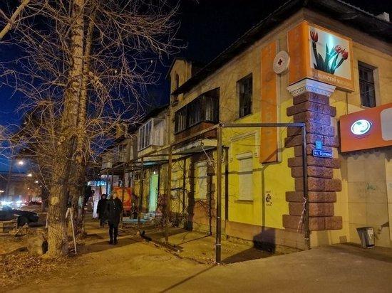 Предприниматель занял незаконной конструкцией полтротуара в Чите