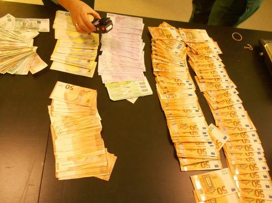 Таможенники Бурятии обнаружили у  россиянина на границе почти 40 тыс евро