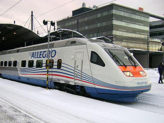 Пассажиров опоздавшего в Петербург
