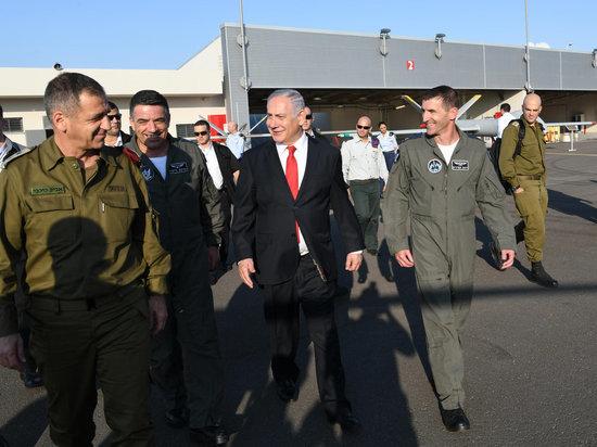 Нетаниягу вместе с высшим военным руководством посетил базу ВВС