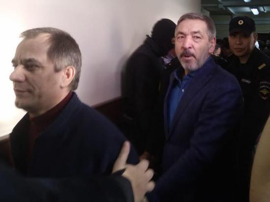По версии следствия, Абдусамад Гамидов и Раюдин Юсуфов нажились на реконструкции центра для мигрантов