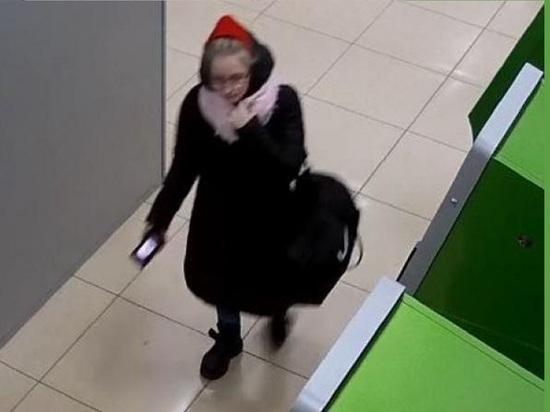 Полиция Архангельска ищет Красную Шапочку, обокравшую банкомат