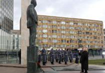 Путин открыл памятник Примакову