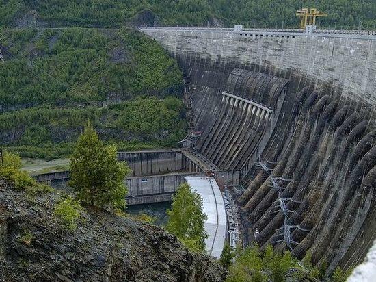 За пролет над Саяно-Шушенской ГЭС оштрафовали пилота из Петербурга