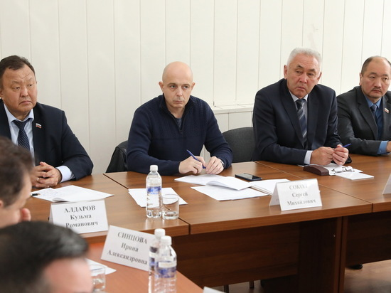 Строительство дорог и соцобъектов обсудили областные парламентарии на выездном совещании в Бохане