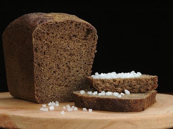 Медики предупреждают: черный хлеб вреднее белого