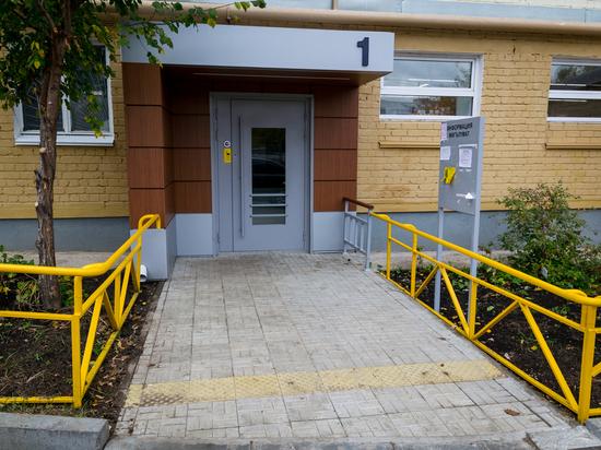 В Московском районе отремонтировали дом с учетом пожеланий слабовидящих жильцов.