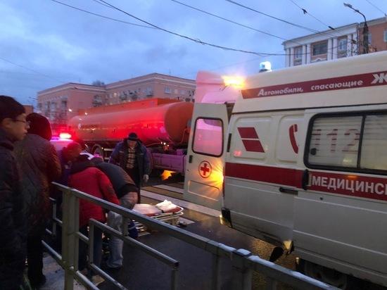 В Твери водитель грузовика сбил на «зебре» мать с ребенком