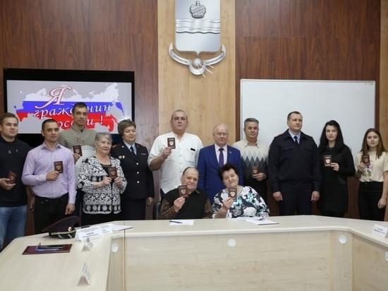 В Калуге переселенцы получили паспорта РФ