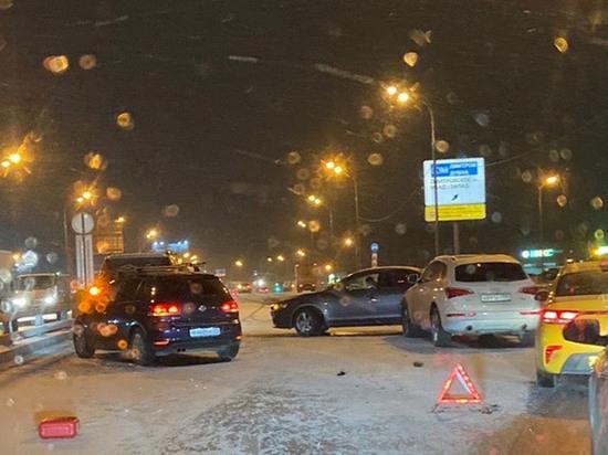Первый московский снег для водителей обернулся «днем жестянщика»