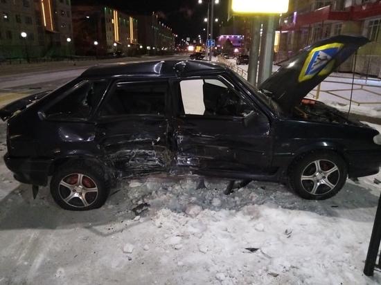 В Салехарде столкнулись две машины: пострадал человек