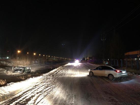 В Новом Уренгое в перевернувшемся авто погиб человек