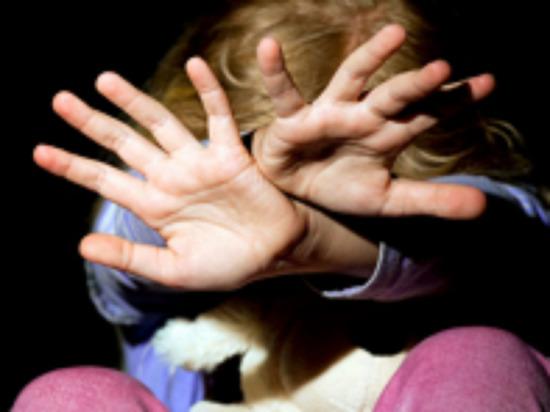 Престарелый педофил из ЯНАО заманивал к себе детей угощениями