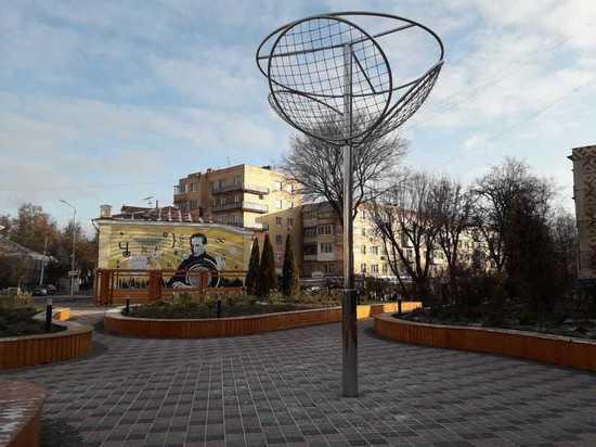 Гигантская люстра Чижевского появилась в новом скверике Калуги